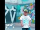 V меня окутала танцует мальчик mp4