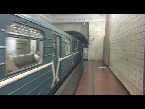 Метропоезд 81-717 на станции Арбатская