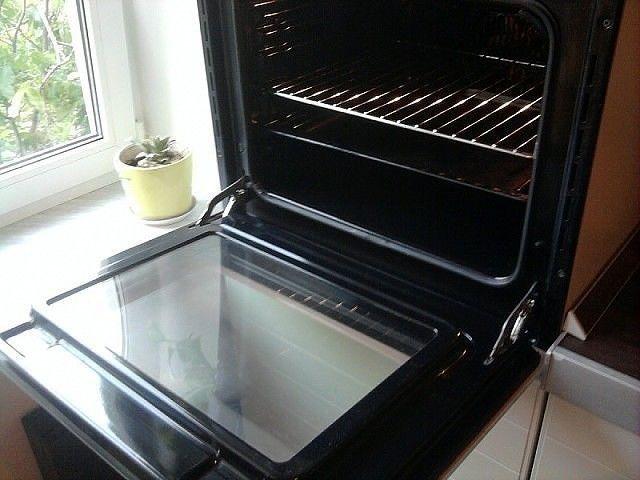 Как быстро и легко очистить духовку от нагара
