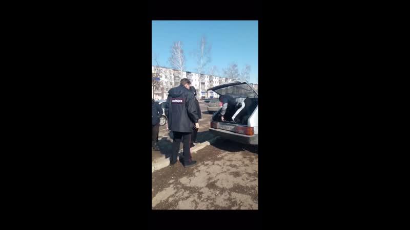 ДТП г.Салават. сбил мальчика на переходе, вылез через багажник 🤦♂️