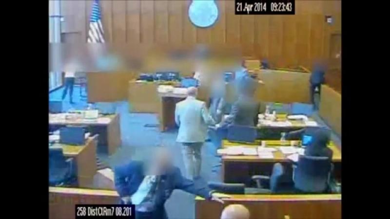 Покушение в зале суда.