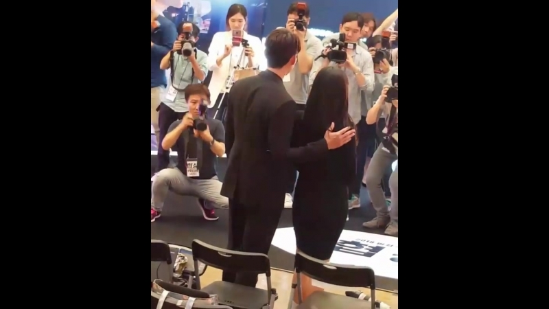 Хён Бин и Сон Йе Чжин на шоу-кейсе Переговоры