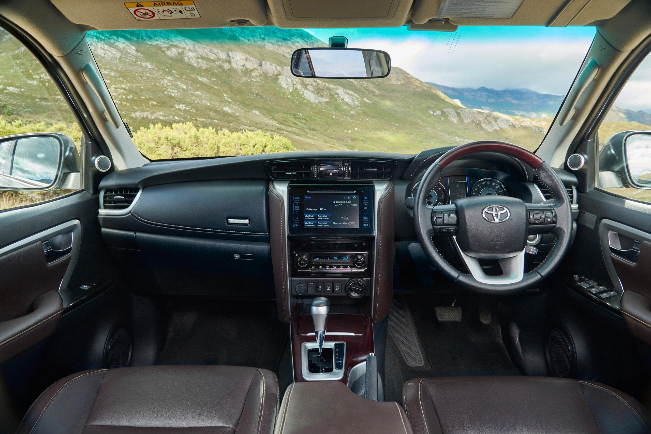 В России будут продавать «младшего брата» Toyota Land Cruiser  На нашем рынке должен появиться рамный внедорожник Toyota Fortuner, построенный на агрегатах пикапа Hilux  Этот внедорожник представлен на рынках Азии, Африки, Австралии, Южной Америки и Ближнего Востока.