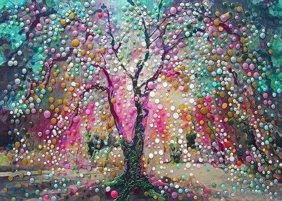 [Деревья счастья необычные что означает когда человек смотрит на свои руки