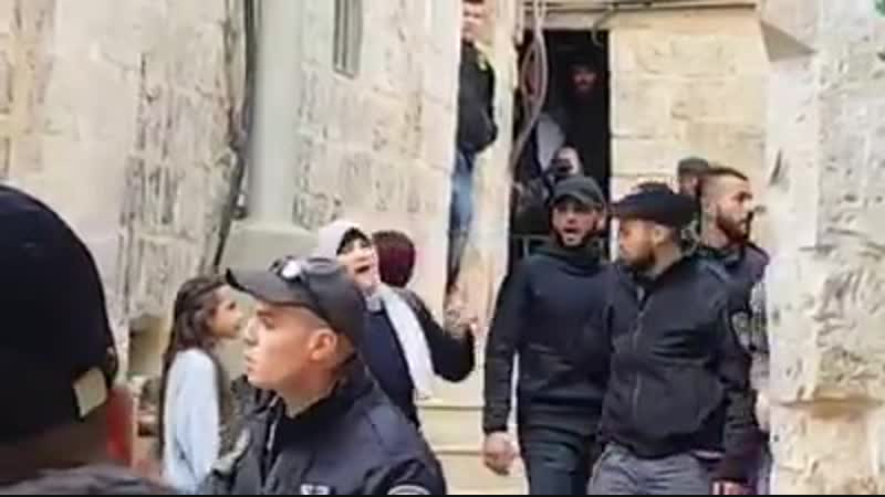Israeli occupation expelled Abu 'Asab family from their home in Jerusalem, and handed it over to the settlers