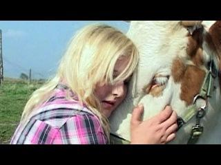 Девушке из Германии удалось оседлать корову - Первый канал