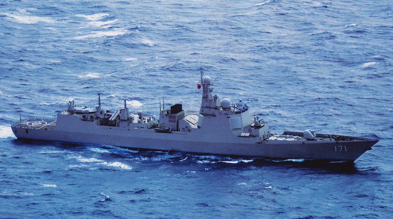 В Китае объяснили приближение корабля ВМС к эсминцу США в Южно-Китайском море
