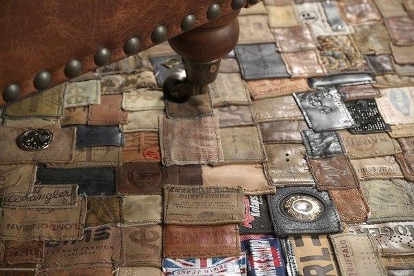 Ковер, сшитый из старых кожаных лейблов
