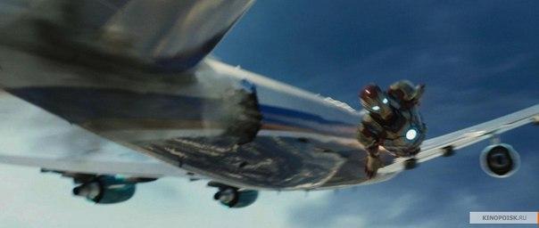 Железный человек вылетает с самолета