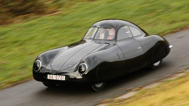 История появления немецкого гоночного автомобиля Porsche Type 64. Автомобиль Porsche Type 64 был разработан в 1938-1939-м гг. фирмой Porsche. Двухместный гоночный автомобиль создан с