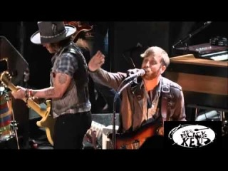 The Black Keys and Johnny Depp - Gold On The Ceiling [HD]