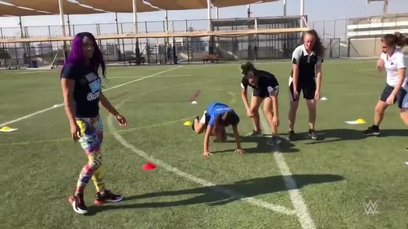 SBMKV_Video | Саша Бэнкс посетила академию «GEMS Wellington» [3]