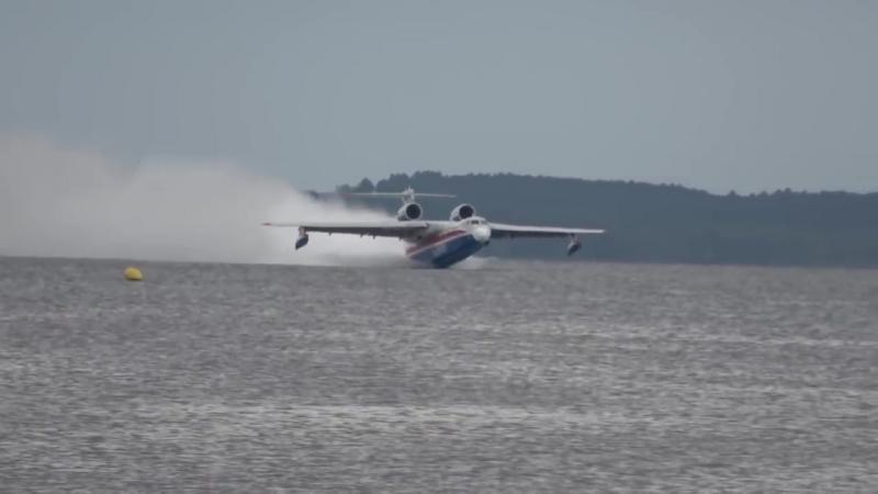Амфибия Бе-200ЧС во Франции - участие в слете гидроавиации.