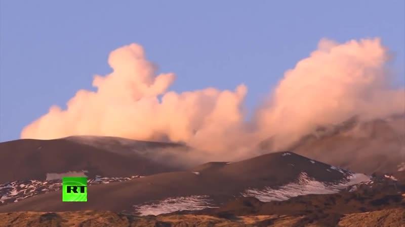Проснувшийся вулкан Этна на Сицилии приостановил работу аэропорта