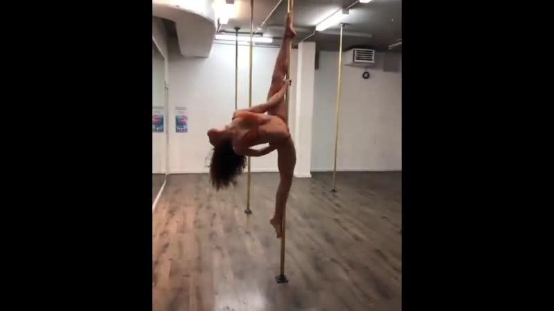 Fka twigs pole dancing to solange is the content i signed up for