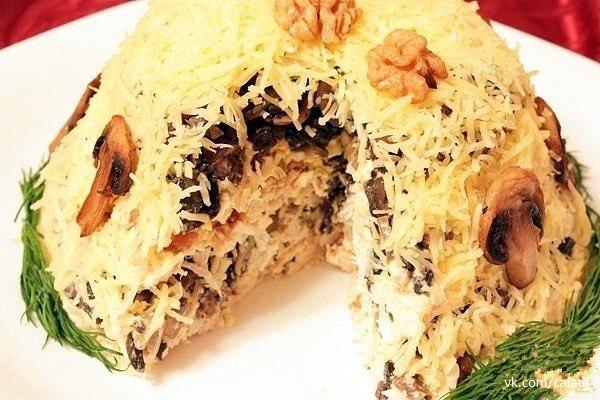 Салат с курицей и грибами слоеный с фото