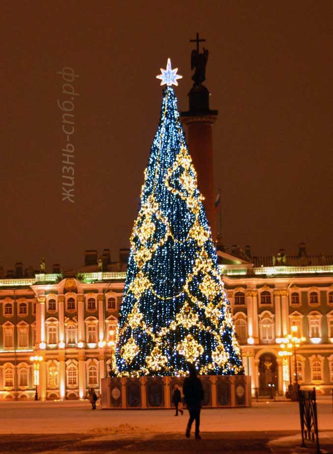 Новогодняя елка на Дворцовой Площади Санкт-Петербурга, декабрь 2018