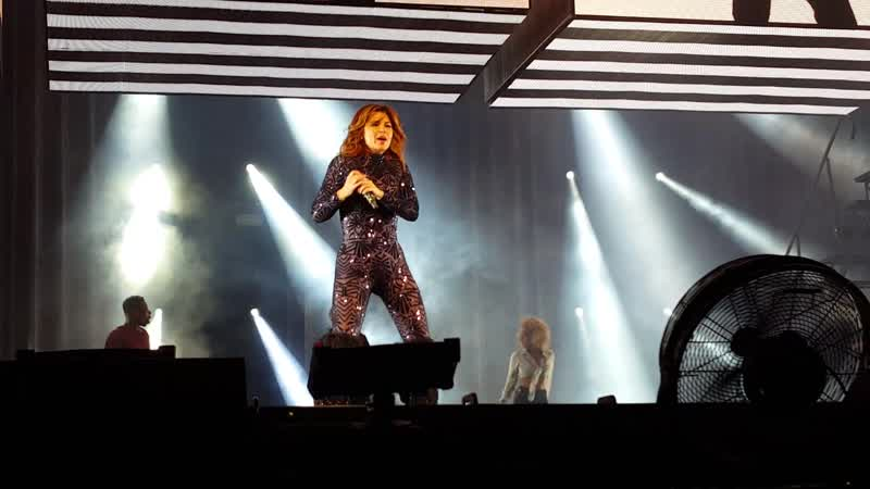 Shania Twain - (If Youre Not In It For Love) Im Outta Here! (Prague, Czech Republic - October 6, 2018)