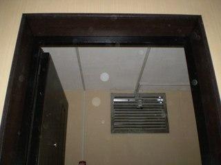 купить и установит легкую металлическую дверь на даче