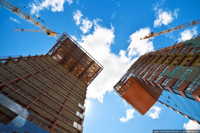 Наклонные башни Академпарка