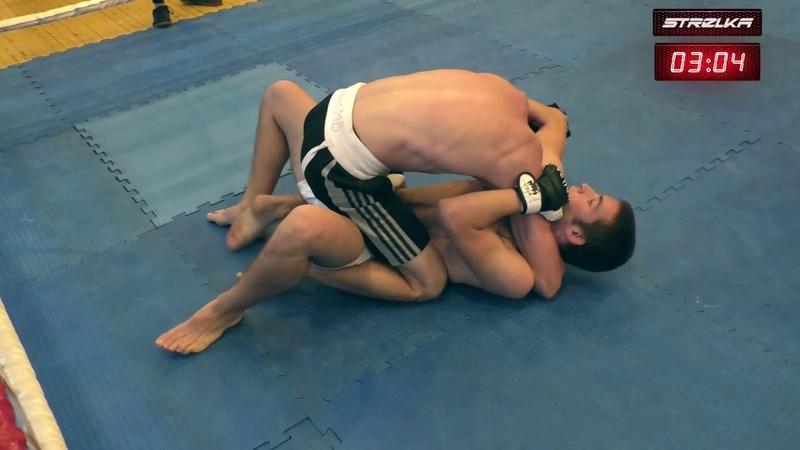 Борец задушил бойца без правил