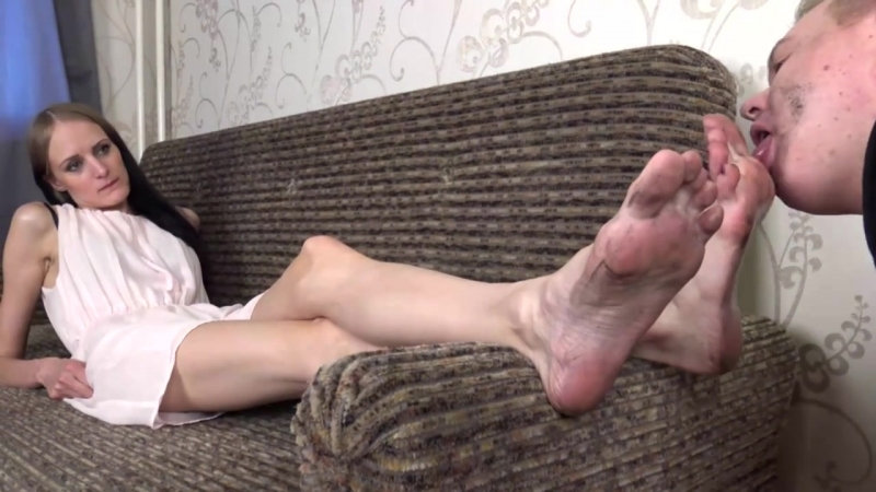 Footfetish Daisy 41 EU size feet boy licked her dirty soles)