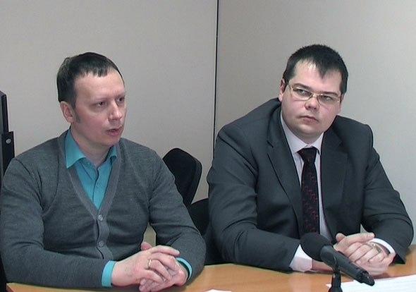 Пресс-конференцию для дзержинских журналистов провели депутат Иван Килин (слева) и руководитель Комитета по защите прав потребителей Дмитрий Аверкин (справа)