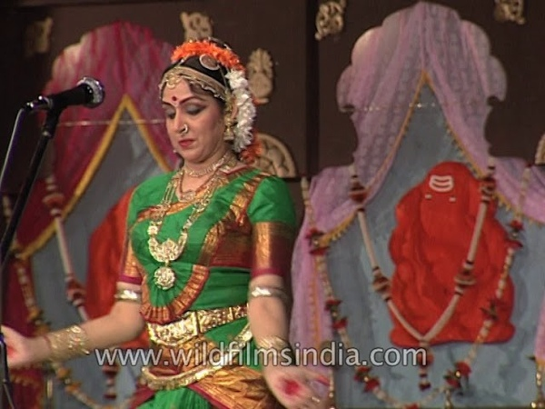 Hema Malini performs Bharatanatyam at Pune festival in Maharashtra