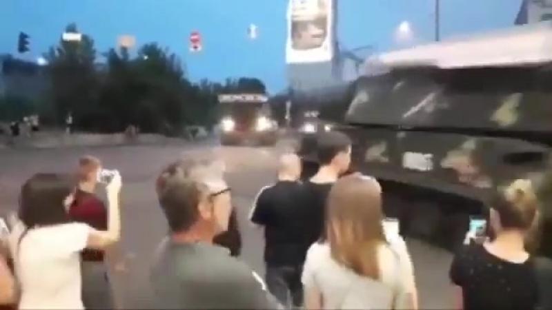 Они даже рулить не умеют: протаранивший стену здания в Киеве «Бук» попал на видео