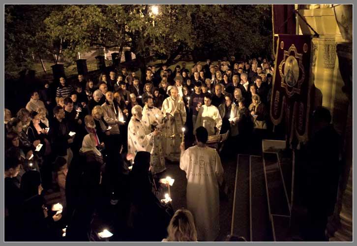 Пасхальный крестный ход в Свято-Введенской обители Белграда / фото: Александар Радош