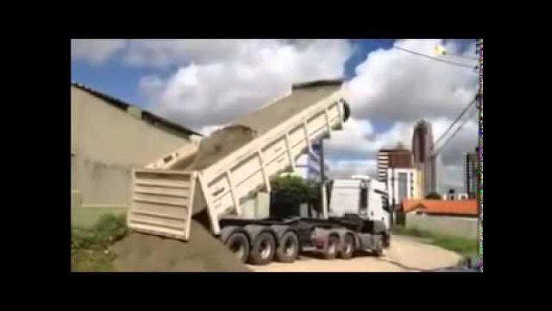 Video Amatir Truk Terguling Saat Turunkan Muatan Pasir   Lucu Banget   Ngakak   Kocak