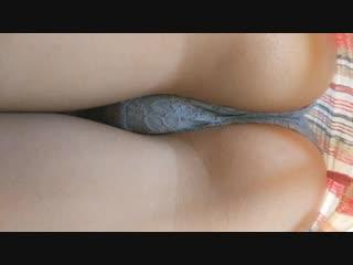 Классные трусики под юбкой и попка _ Upskirt