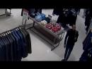 Полицейские разыскивают молодого человека, причастного к краже