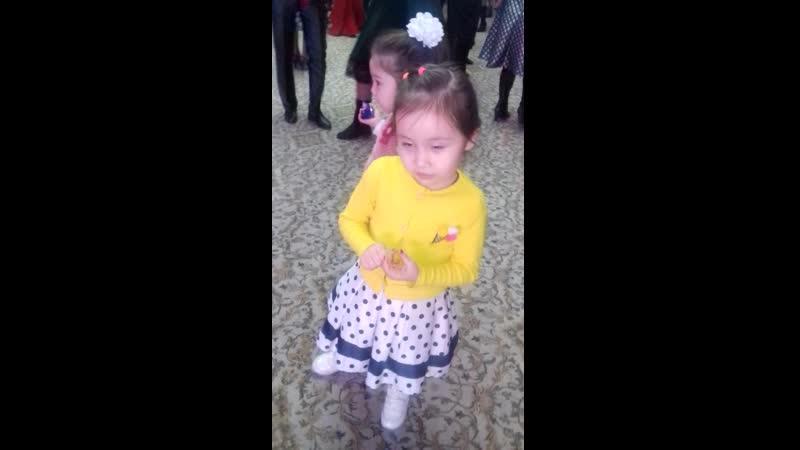 танцы шманцы😂
