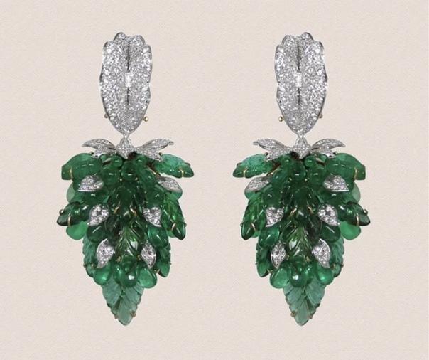 ТОП-10 цветков, застывших в драгоценных камнях Вовсю набирает моду цветочный мотив в ювелирных украшениях. В этой подборке десять интересных украшений с драгоценными