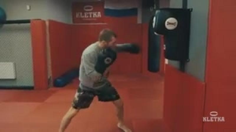 Настенная боксерская подушка. Отработка акцентированных ударов. Андрей Басынин