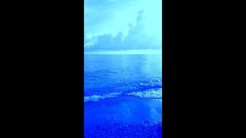 Море. Чёрное. снимала в реальности не обрабатывала ни в каком Фотошопе, но получила голубой результат. возможно что моя камер
