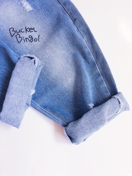Свободные джинсы с рисунками
