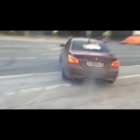 АВТОМОБИЛЬНОЕ СООБЩЕСТВО 🚘 on Instagram BMW Е60 M5 в темно красной плёнке 😎О достоинствах и легендах этого аппарата говорить не стоит но о хозяин