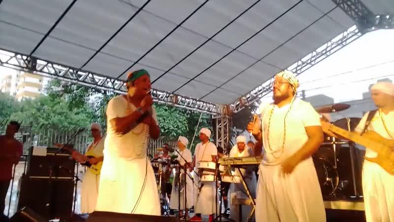 Bloco Alegria Geral com Baianas Ozadas e Funk You agitam pré-carnaval de BH - www.fervecao.com