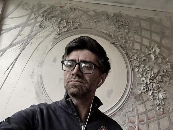Подборка удивительно красивых работ скульптора Гоги Тандашвили, который превращает стены в произведение искусства Скульптор живёт и работает в Москве. Он делает лепнину на стенах, как это делали