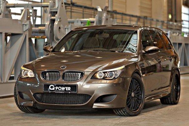 Немцы построили самый быстрый универсал в мире. Немецкое ателье G-Power построило тюнинговый вариант (E61), который в компании назвали «самым быстрым универсалом в мире». Такой автомобиль может набирать первую «сотню» за 4,4 секунды, а его максимальная скорость ограничена электроникой на 362 километрах в час. «Заряженный» универсал оснащен пятилитровым десятицилиндровым двигателем с двумя механическими нагнетателями, мощность которого увеличилась с базовых 507 лошадиных сил до 820 сил, а…