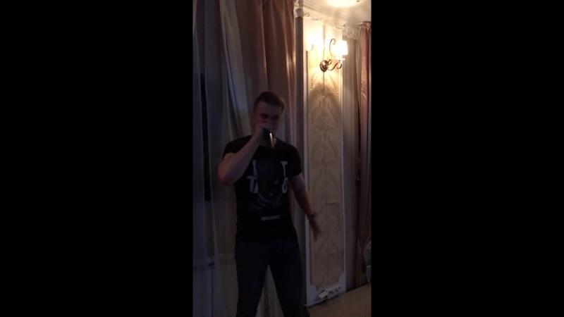 DELUX Oxxy опладирует стоя)