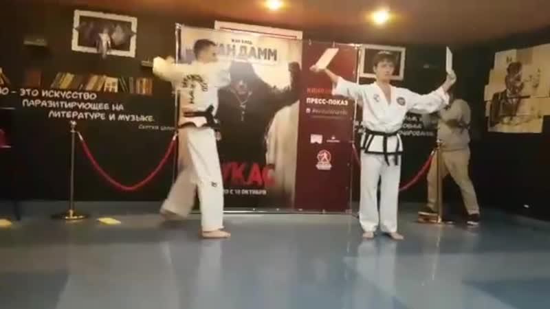 Школа боевых искусств Анатолия Чиканчи на премьере фильма «Лукас»