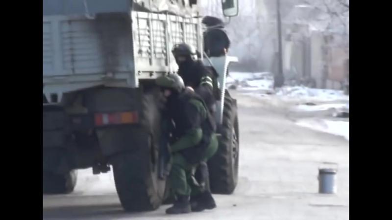 Спецназ ФСБ штурмует дом с бандитами в Нальчике оперативная съёмка