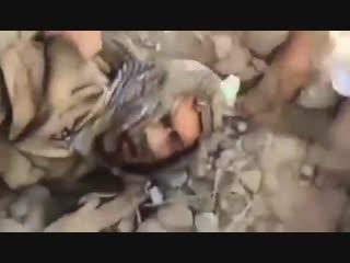 قيادي حوثي جبان يأمر افراده الـ7بالانتحار بعد حصار منـزل كان سابقاً يدار منـه - العمليات ا
