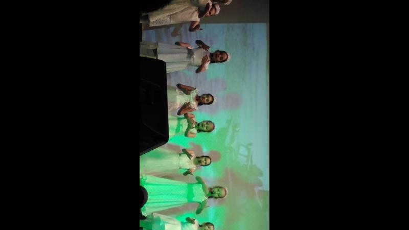 Котенок на сцене с Ямальскими знаменитостями
