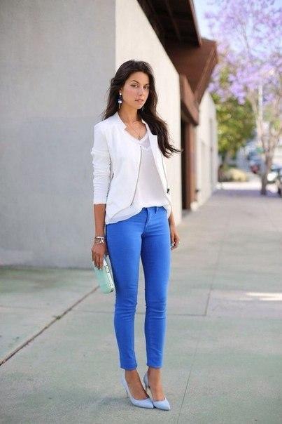 С чем носить синие брюки?