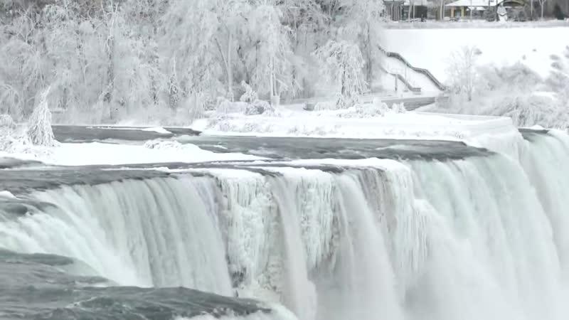 Из-за аномальных морозов в США частично замерз Ниагарский водопад – самый мощный в Северный Америке