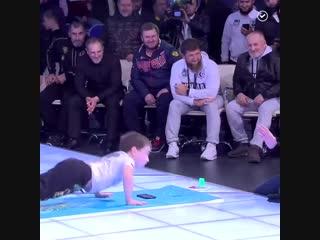 Пятилетний мальчик из Чечни поставил новый мировой рекорд по отжиманиям